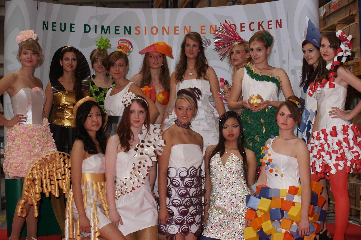 Papierkleider schule f r mode und design for Schule fur mode und design