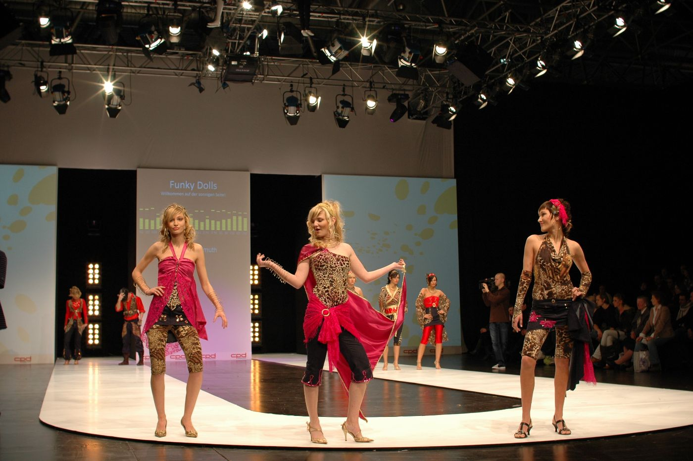 Mode der schule f r mode und design auf modemessen for Mode und bekleidung schule frankfurt
